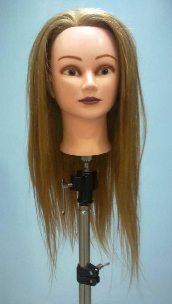 Среди неблагоприятных факторов, негативно влияющих на состояние волос, являются ультрафиолетовые лучи, хлорированная